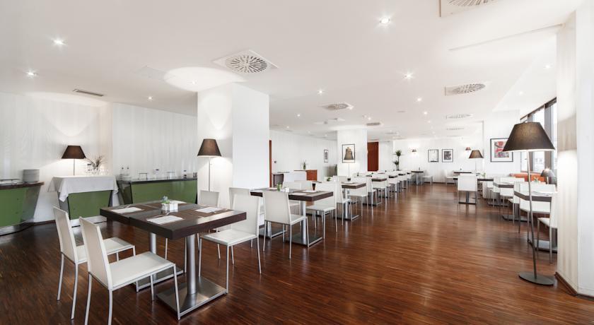 Barcelo Praha - Prague - Restaurant (1).jpg