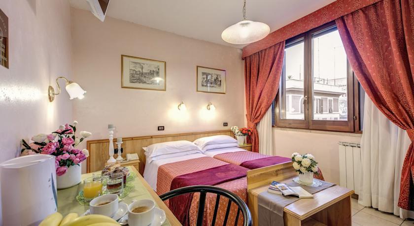 Espana Hotel - Rome - Room (2).jpg