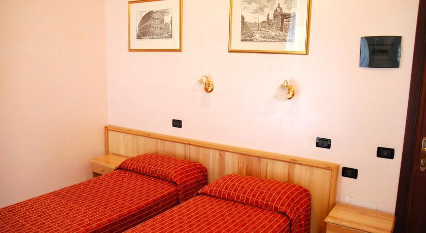 Espana Hotel - Rome - Room (4).jpg