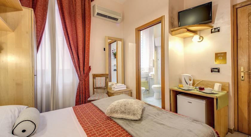 Espana Hotel - Rome - Room (7).jpg