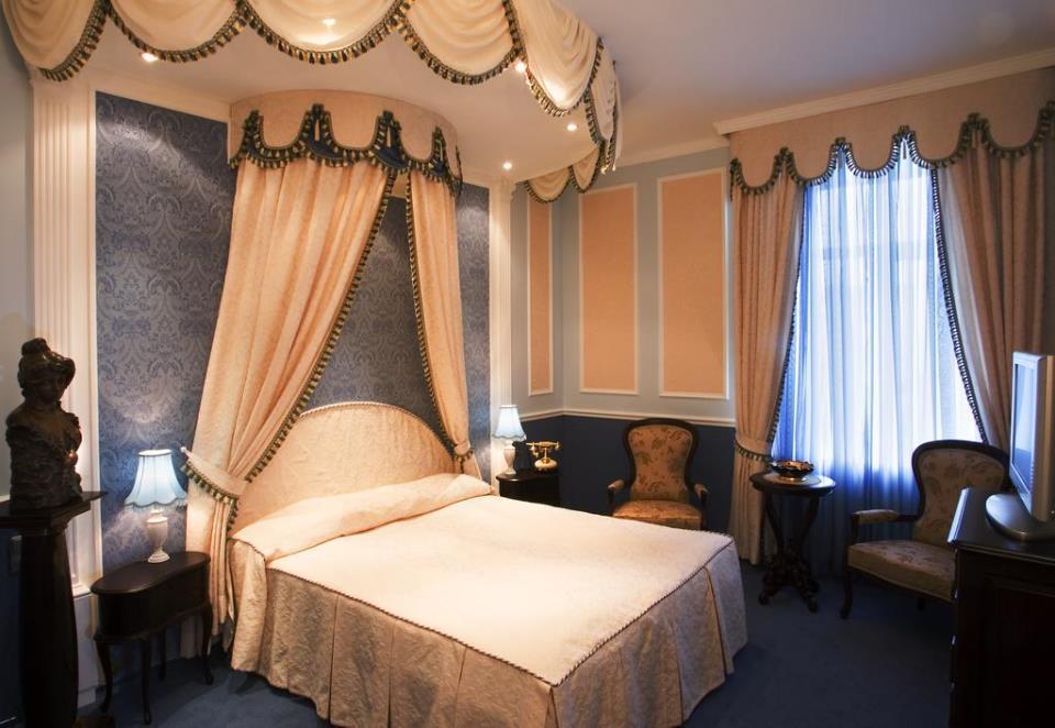 Marco Polo Hotel - St. Petersburg - Room  (4).jpg