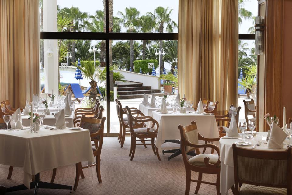 Grand Resort - Limassol - Restaurant  (2).jpg