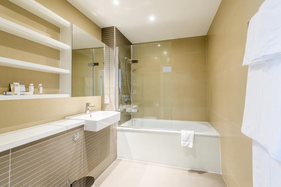 Howick Apartments - One Bedroom Bathroom