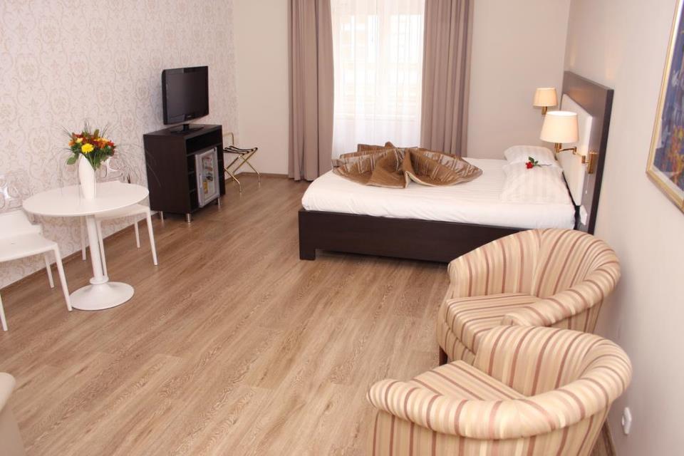 Sunrise Hotel - Pargue - Room  (1).jpg