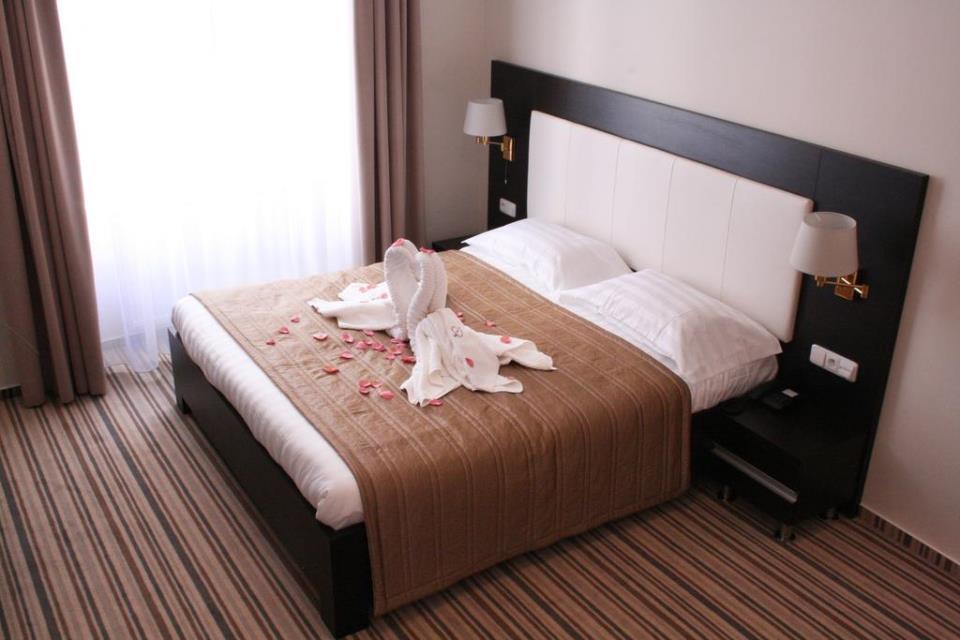 Sunrise Hotel - Pargue - Room  (3).jpg