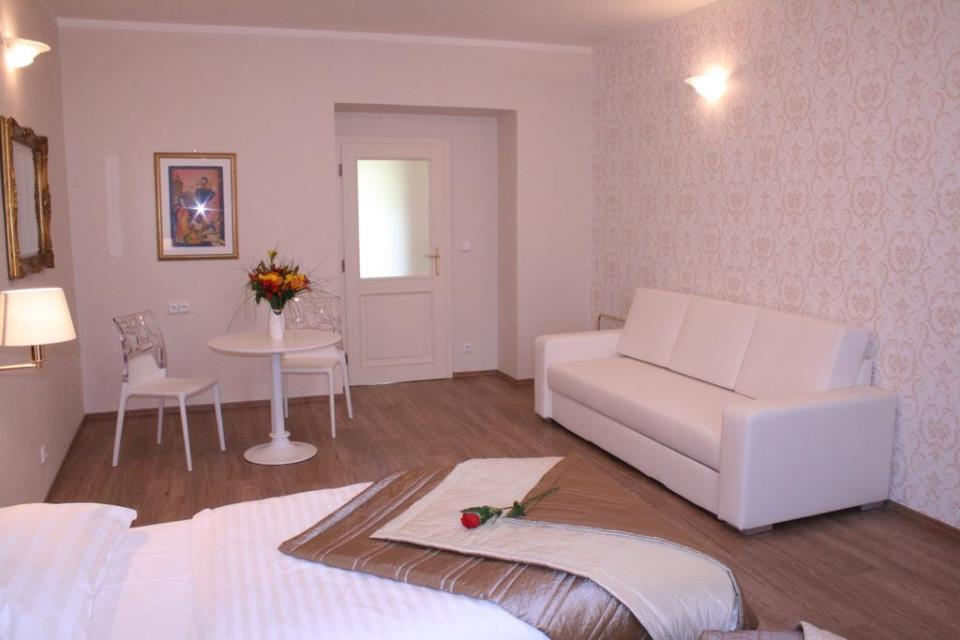 Sunrise Hotel - Pargue - Room  (4).jpg