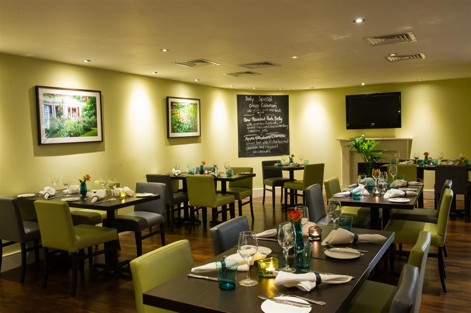 Dolphin Sq Bar & Grill Restaurant