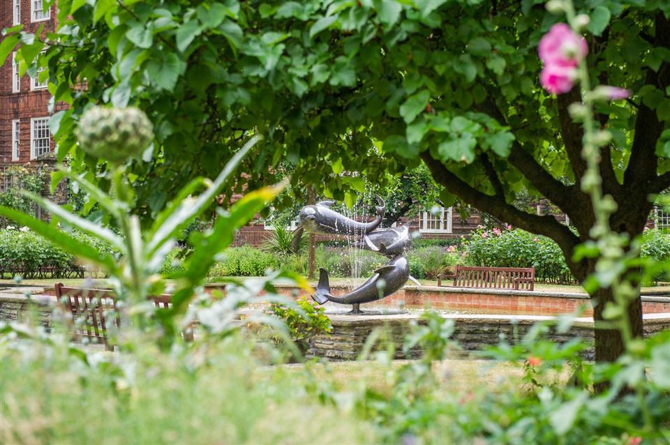 Dolphin Sq Garden