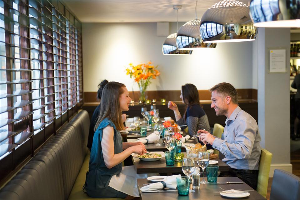 Dolphin House Bar& Grill Restaurant