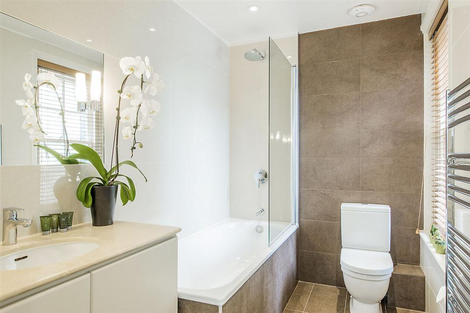 Standard One Bedroom Chelsea - Bathroom