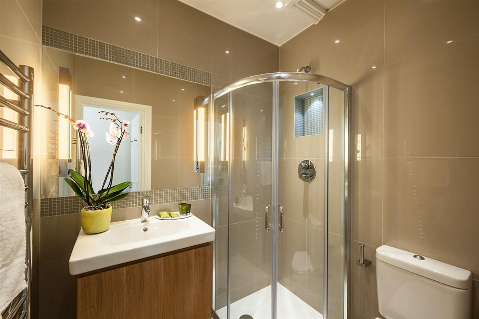 Junior One Bedroom Chelsea - Showerroom