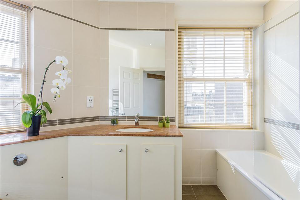 Senior One Bedroom Chelsea - Bathroom