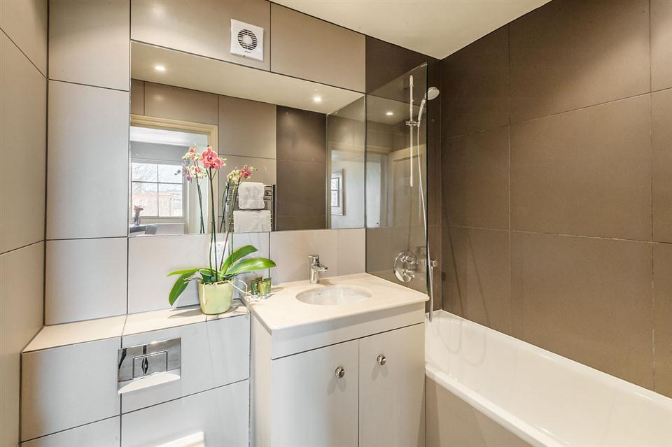 Senior Two Bedroom Chelsea - Bathroom