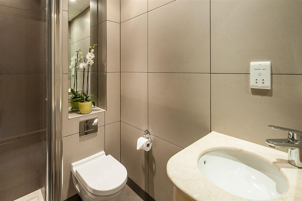 Senior Two Bedroom Chelsea - Showerroom