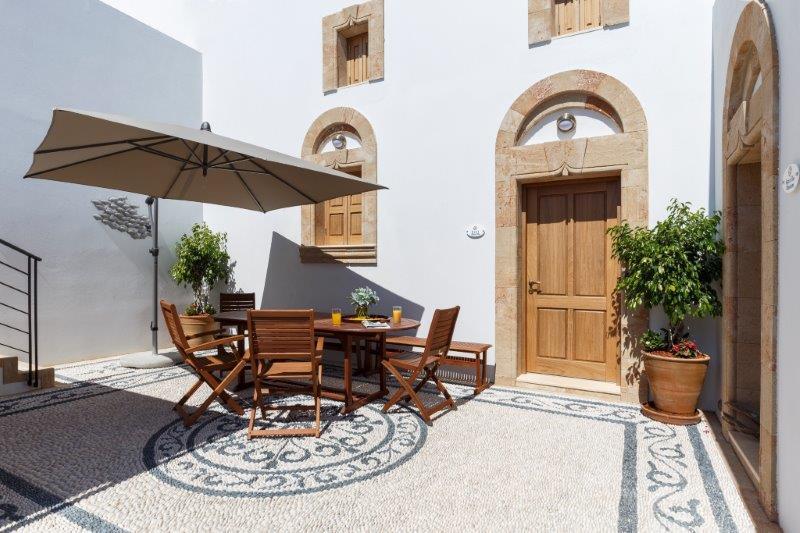 Lindos Aqua Luxury Villa - Courtyard