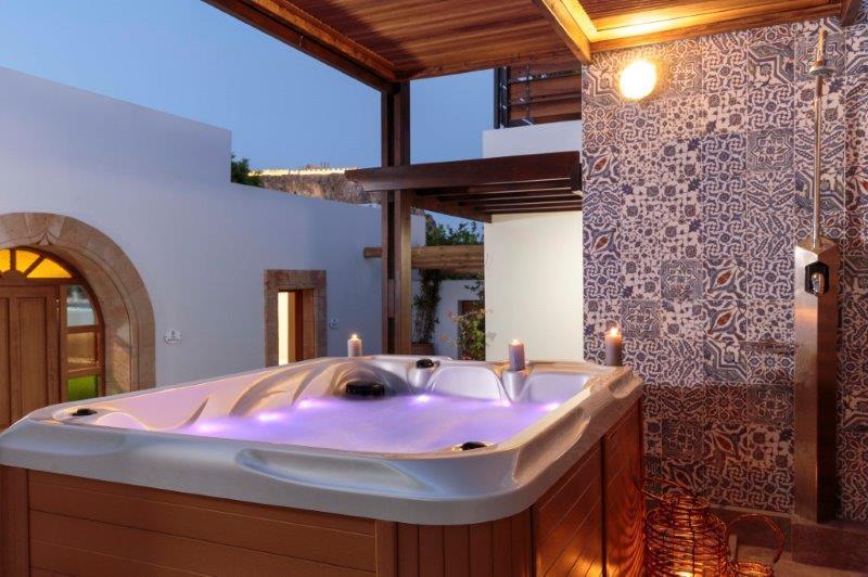 Lindos Aqua Luxury Villa - Hot tub