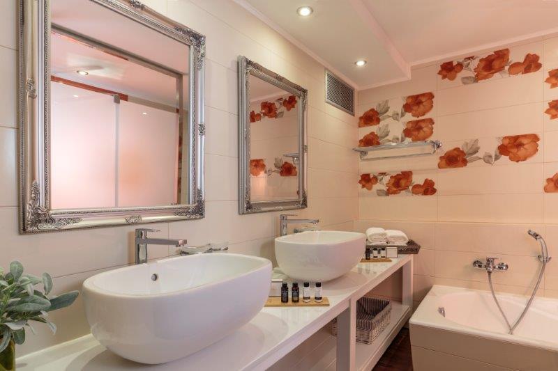 Lindos Aqua Luxury Villa - Main Bathroom