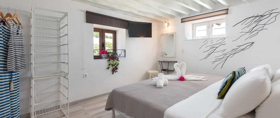 Lindos Diamond Suites - Aquamarine Bedroom