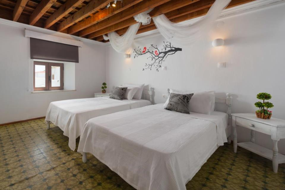 Lindos Diamond Suites - Emerald Bedroom