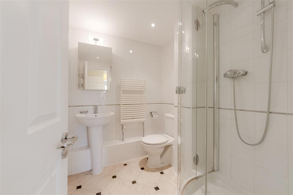 Courtyard Apartments Wimbledon-Showerroom