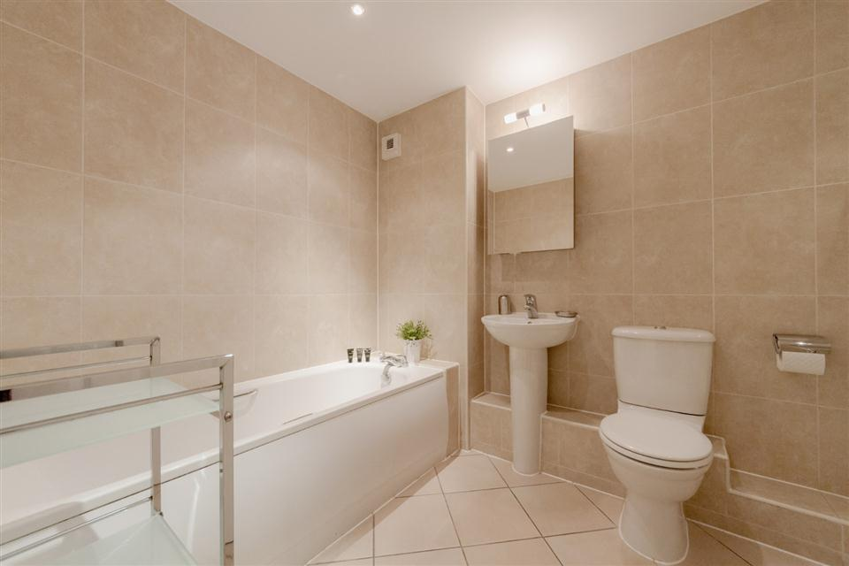 Courtyard Apartments Wimbledon-Bathroom