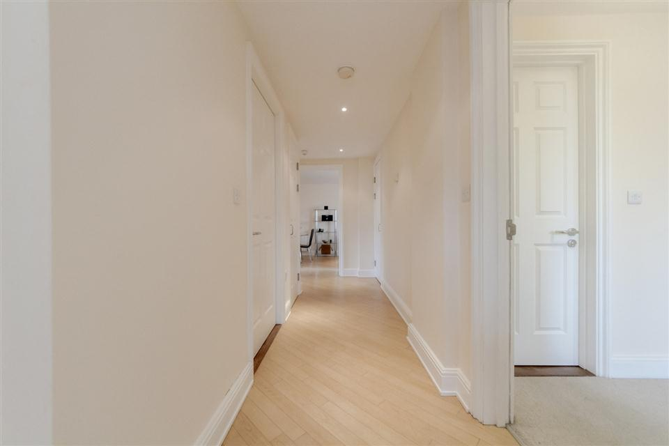 Courtyard Apartments Wimbledon-Hallway
