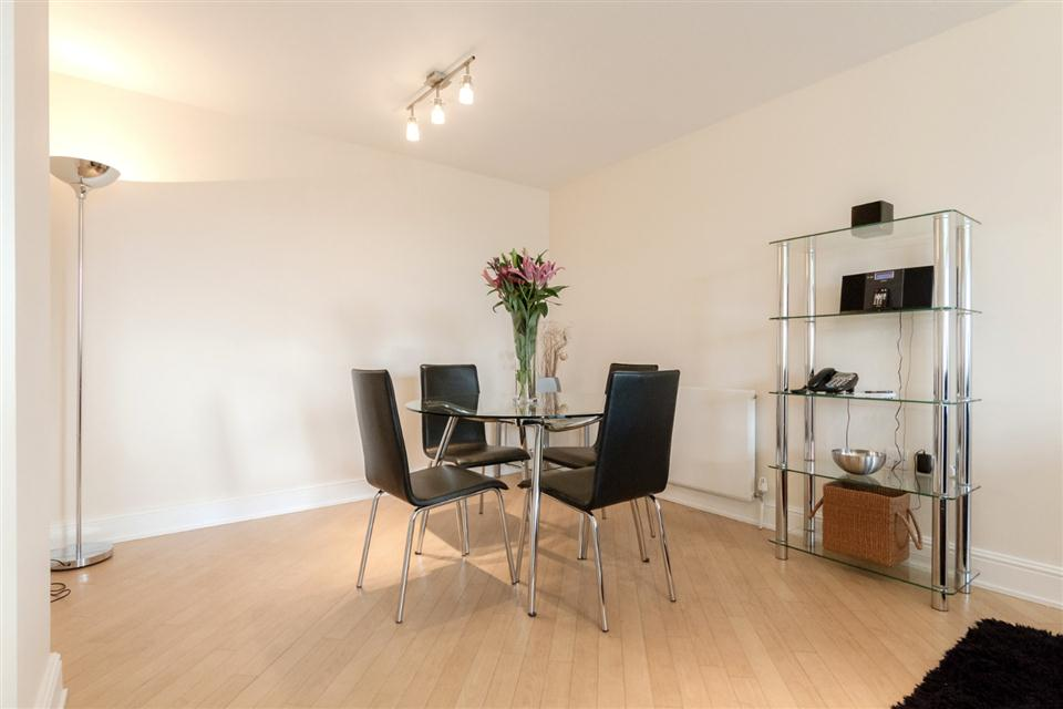 Courtyard Apartments Wimbledon-Dining room
