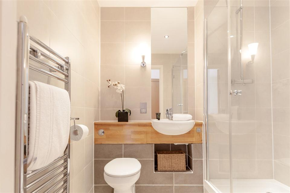 Marquis Court Apartments Epsom-Showerroom