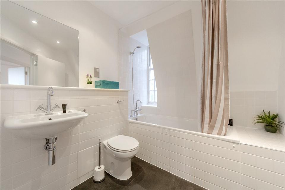 Groveland Court Apartments London City-Bathroom
