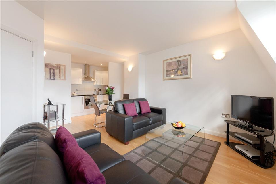 Groveland Court Apartments London City-Living room
