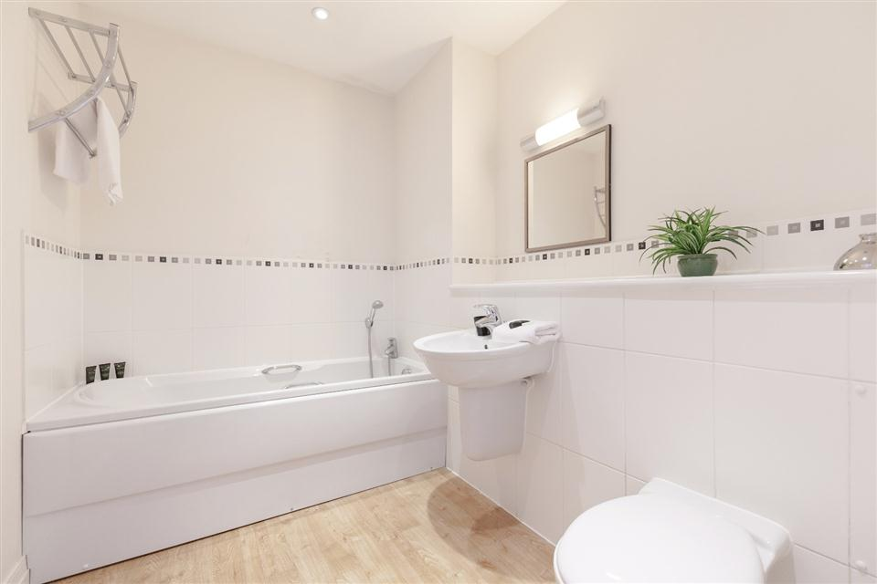 Hillview Apartments Dorking-Bathroom