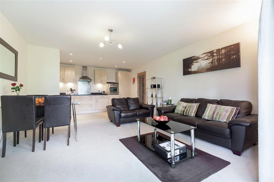 Hillview Apartments Dorking-Living room