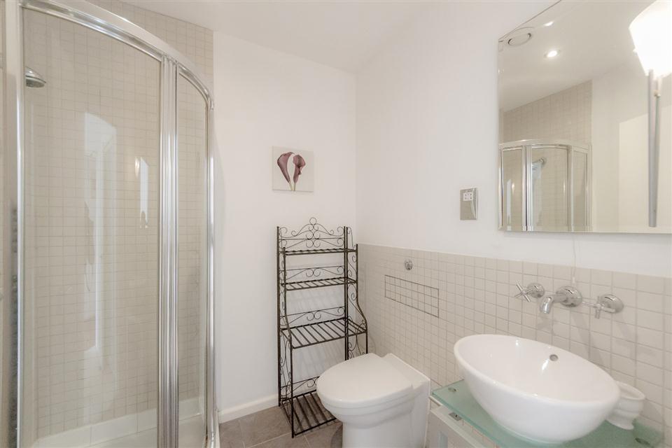 Princes House Apartments Brighton-Showerroom