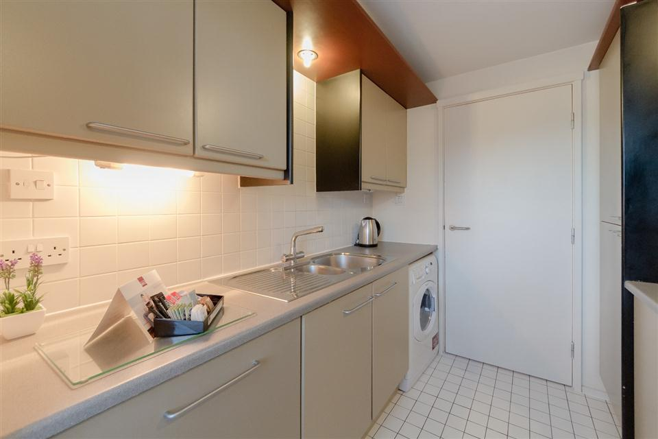 Point West Apartments London-Kitchen
