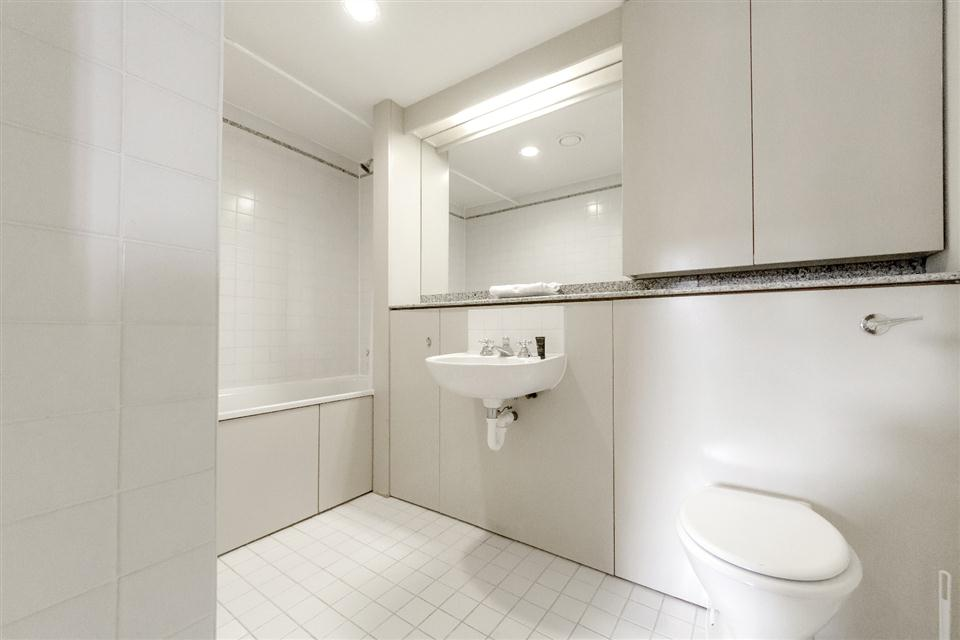 Point West Apartments London-Bathroom