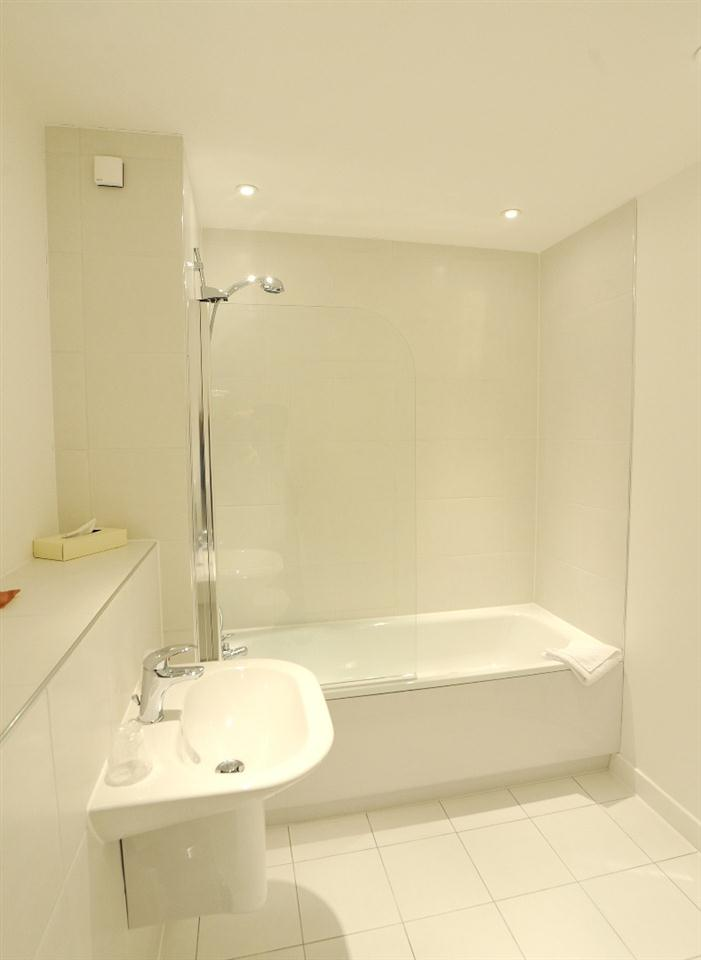 Premier Apartments London Bathroom