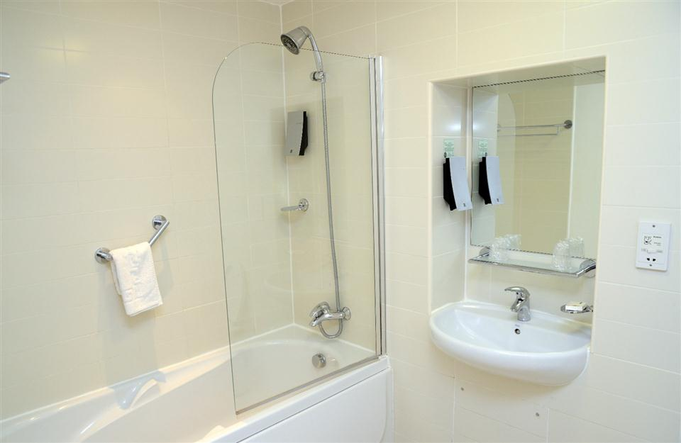 Premier Apartments Newcastle Bathroom