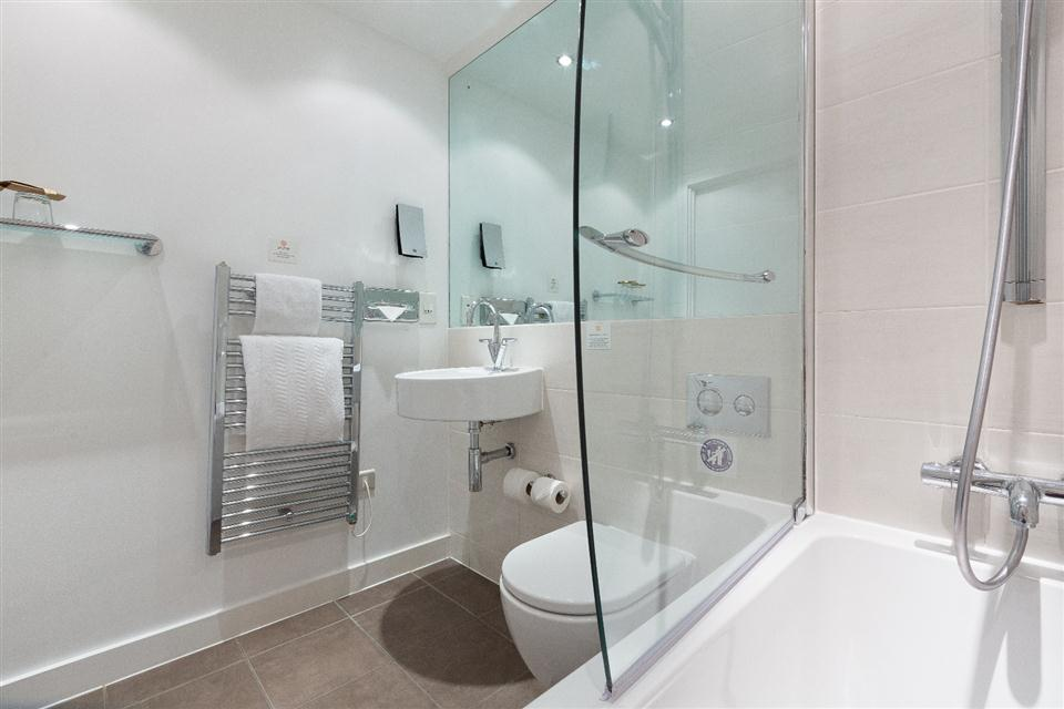 Premier Apartments Manchester Bathroom
