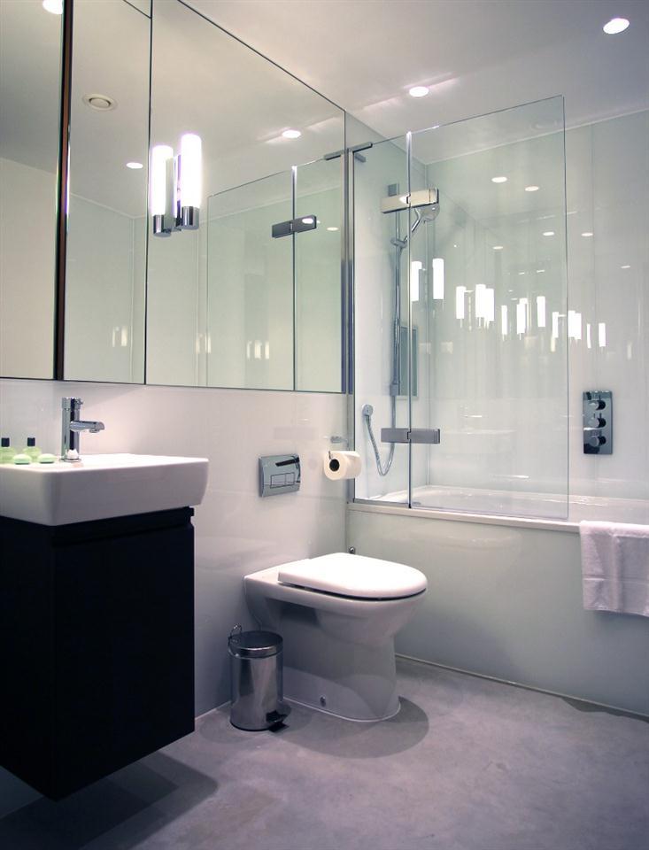 Hop Art Apartments-Bathroom