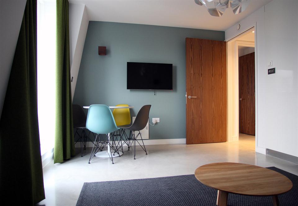 Hop Art Apartments-Dining Room