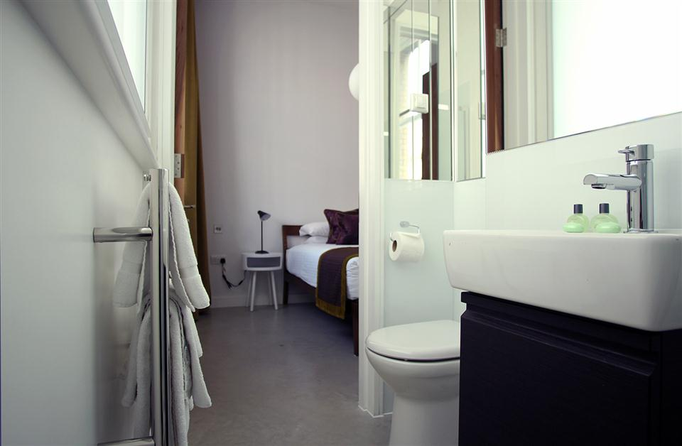 Hop Art Apartments-Ensuite