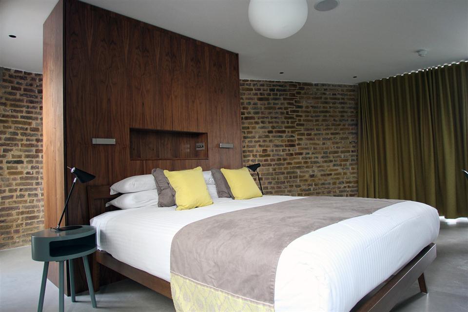 Hop Art Apartments-Bedroom