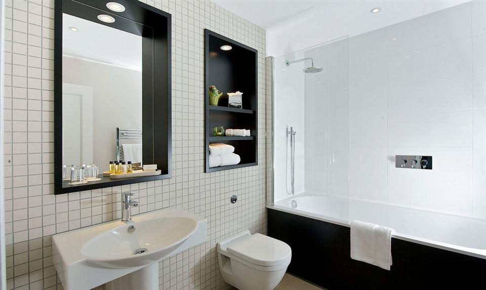 Queens Gate One Bedroom Bathroom