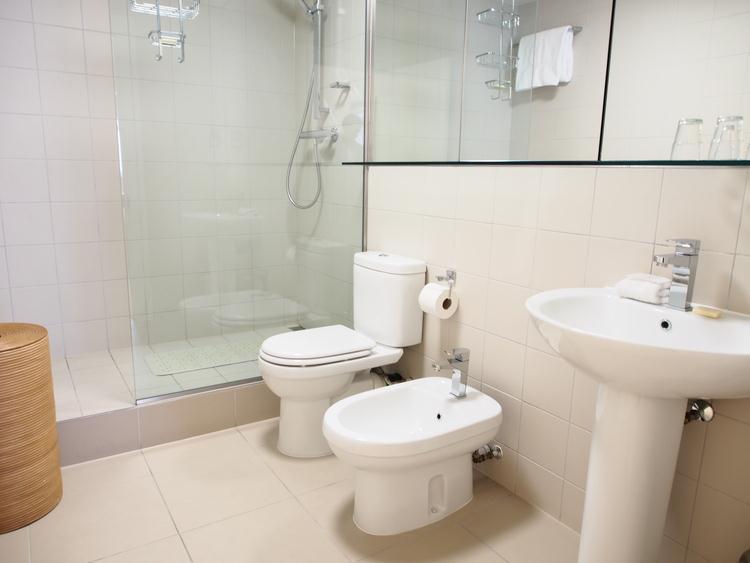 Monarch House - Bathroom