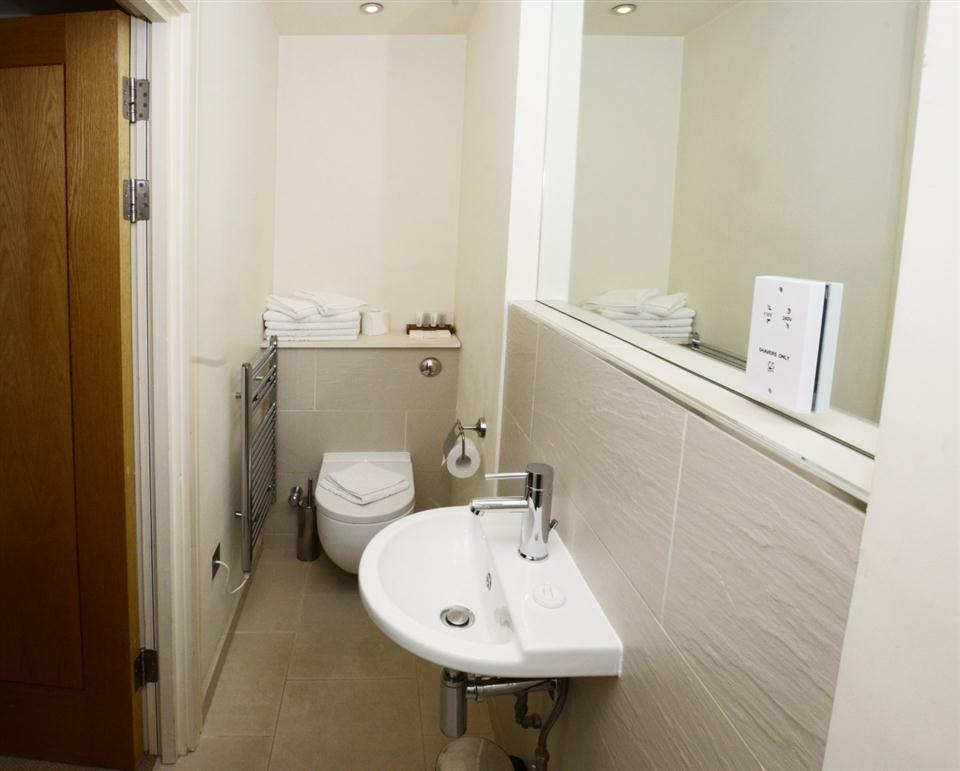 1 Harrington Gardens - Bathroom