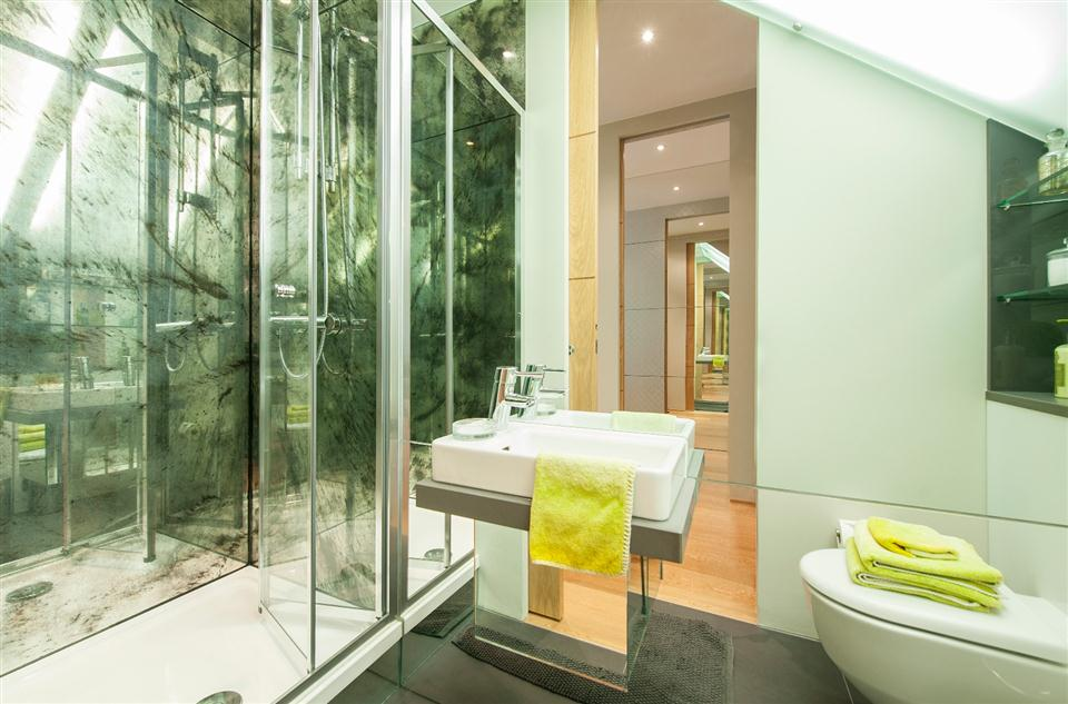 1 Southwell Gardens - Bathroom