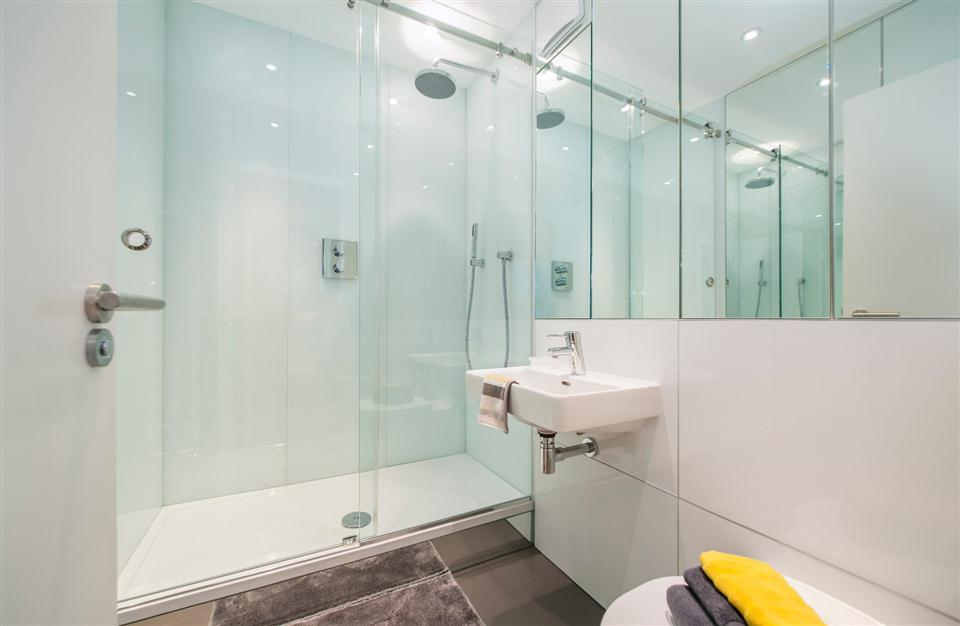 3 Harrington Gardens - Bathroom