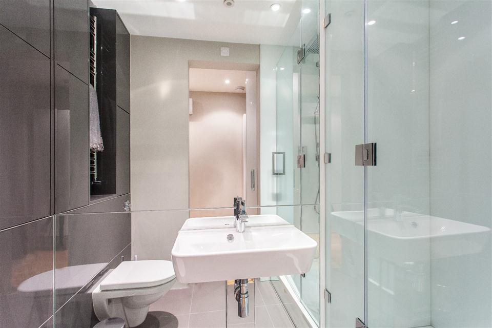 3 Harrington Gardens - Shower room