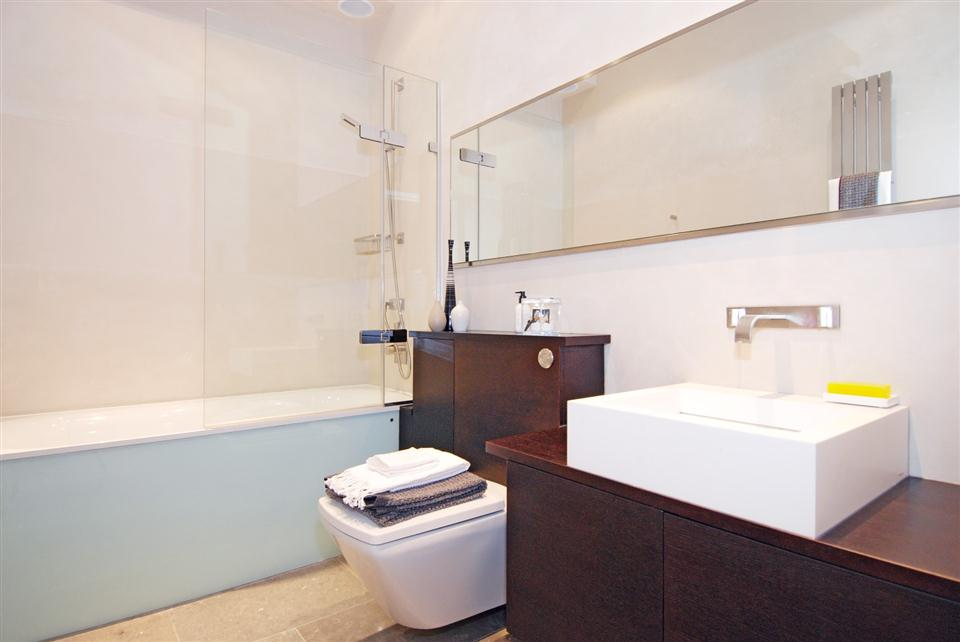 4 Cornwall Gardens - Bathroom