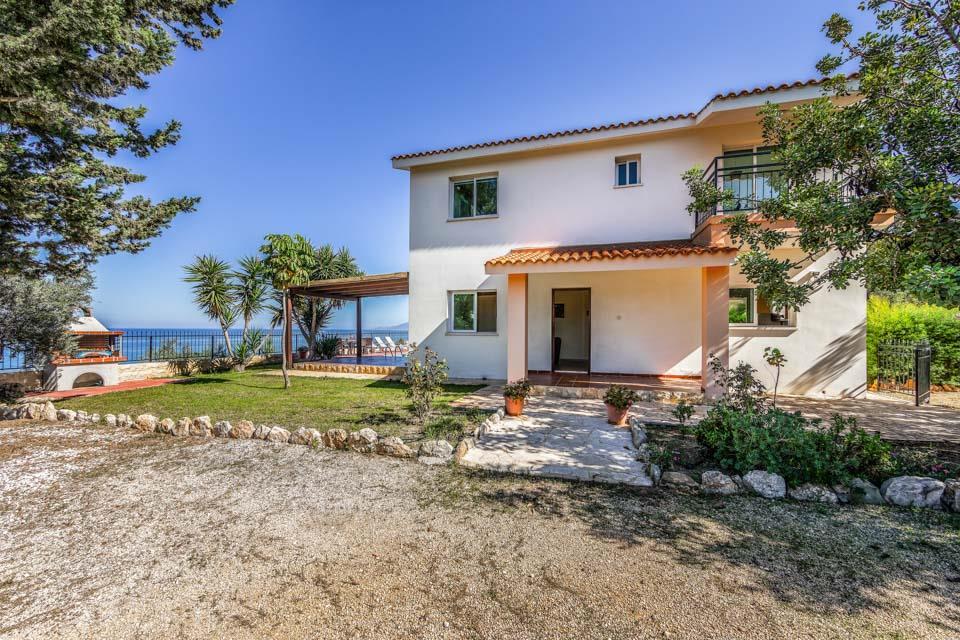 Villa Akamantos